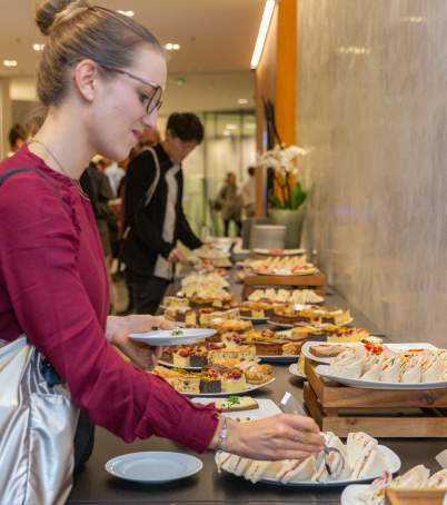 Networking mit Drinks & Snacks im Anschluss an xPerspectives